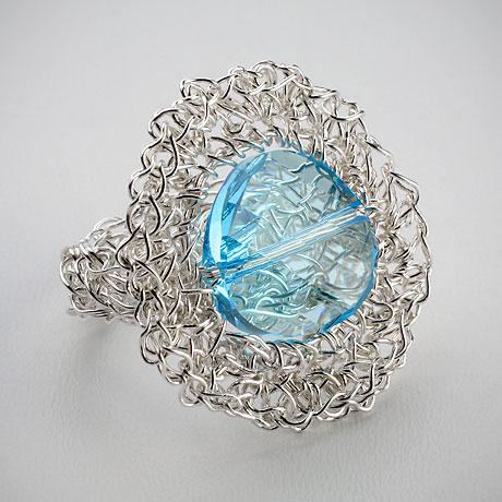 טבעת סרוגה מכסף עם קריסטל סוורובסקי